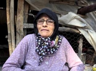 Barakada yaşayan Zeynep ninenin ev sevinci