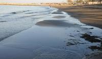 Gelgit nedeniyle deniz 10 metre çekildi