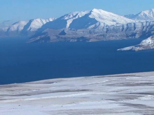 Maviyle beyazın buluştuğu kayak merkezi