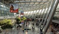 Almanyada 14 Türk yolcu havalimanında bekletiliyor