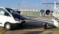 Atatürk Havalimanında uçağa minibüs çarptı