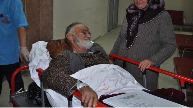 Ayıların saldırısına uğrayan yaşlı adam hastaneye kaldırıldı