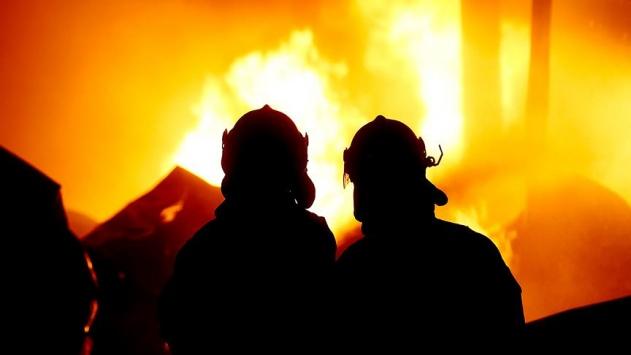 Kocaelide palet imalathanesinde yangın
