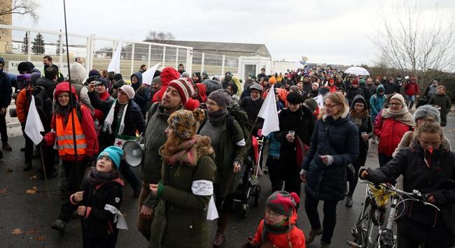 Suriyedeki siviller için Berlinden Halepe yürüyecekler
