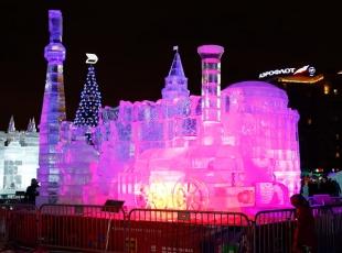 Moskovanın buzdan heykelleri