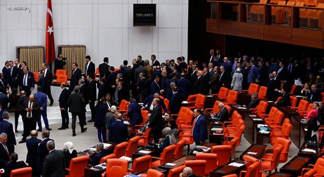 Anayasa değişikliği teklifinin 5. maddesi kabul edildi