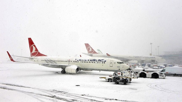 Trabzonda havayolu ulaşımında kar engeli