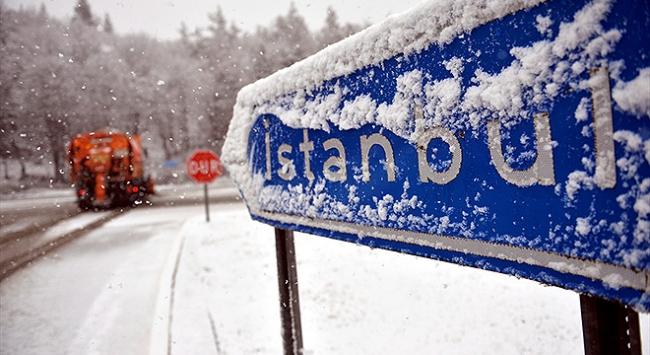 İstanbulda kar mesaisi: 143 bin ton tuz kullanıldı