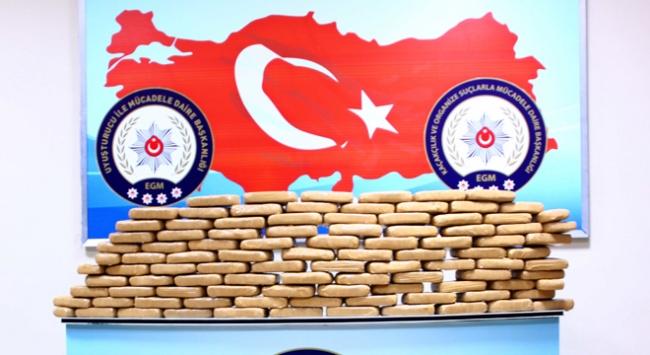 Erzincanda ticari araçtan 52 kilogram eroin çıktı