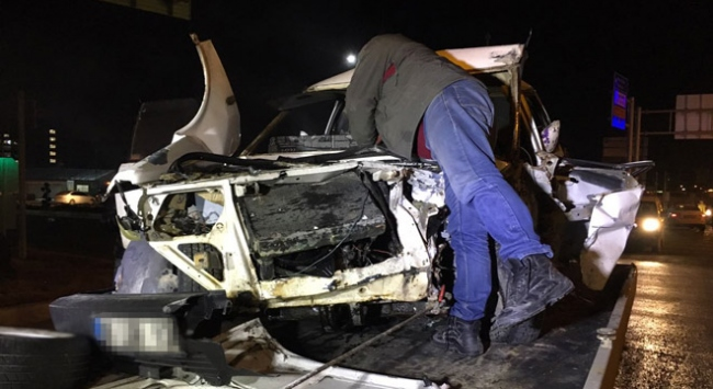 """""""Dur"""" ihtarına uymayan sürücü kaza yaptı: 7 yaralı"""