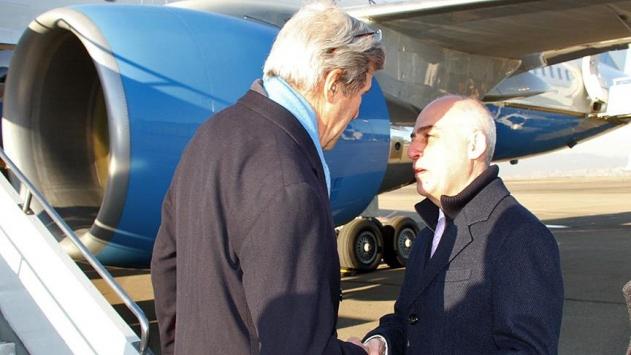 Kerrynin uçağı teknik bir nedenle Gürcistana indi