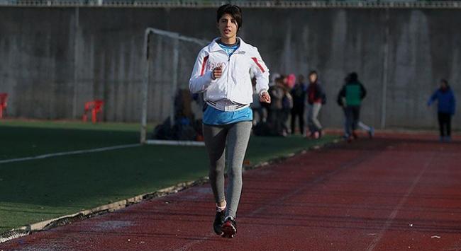 Genç atlet hayallerinin peşinden koşuyor