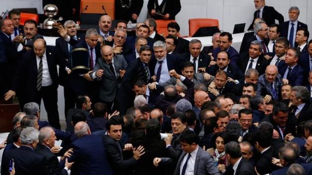 Bana yumruk atan CHP Antalya Milletvekili Kara idi