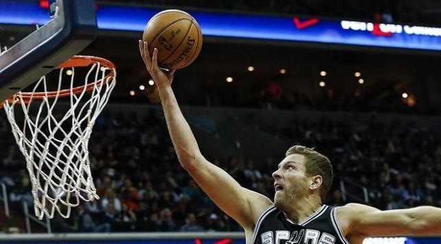 San Antonio Spurs, Lakersı ezerek geçti