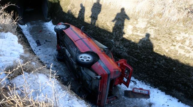 Tokatta otomobil sulama kanalına devrildi: 2 yaralı