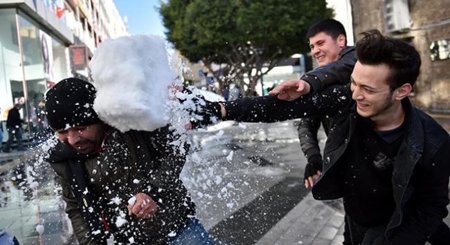 15 derece sıcaklıkta kar keyfi yaşadılar