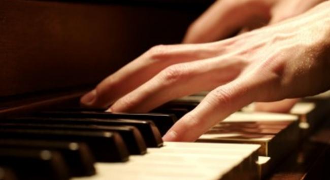 İngilterede piyanoya gizlenmiş altınlar bulundu