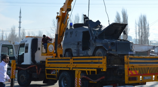 Zırhlı polis aracı devrildi: 7 polis yaralandı