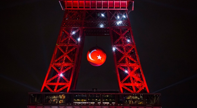 Parisin simgesi Eyfel için milyonlarca avro