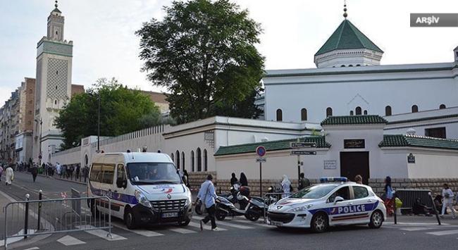 Fransada camiye çirkin saldırı: Domuz başı astılar
