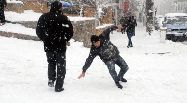 Karlı yolda düşmeden yürüme teknikleri