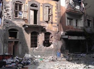 Humusta Sağlam Bina Kalmadı