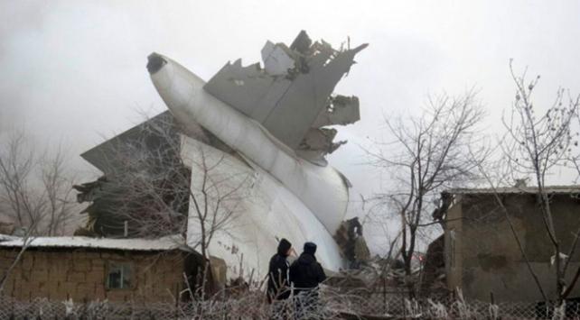 Kırgızistanda kargo uçağı düştü
