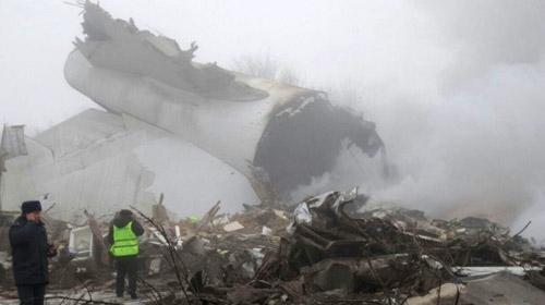Kargo uçağı Kırgızistan'da düştü