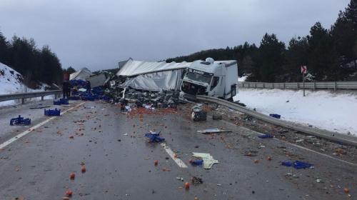 Zincirleme trafik kazası: 18 yaralı