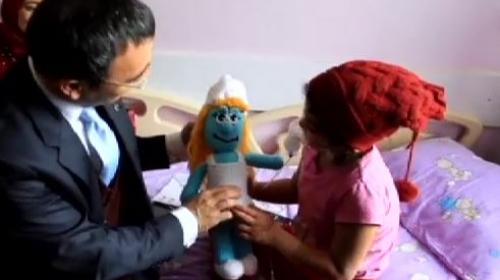 Tedavi gören çocuklara karne hediyesi örgü bebek
