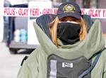 Kadın bomba imha uzmanının 45 kiloluk yükü