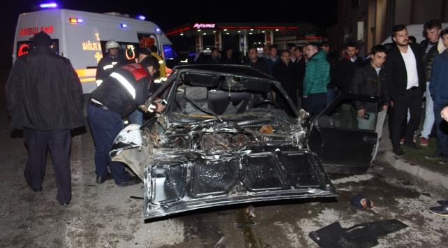 Samsunda kamyonet, otomobille çarpıştı: 7 yaralı