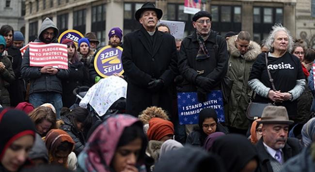 Farklı inanç grupları Trumpa karşı kenetlendi