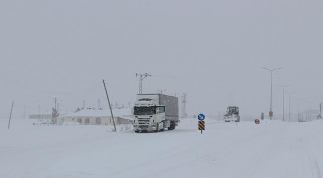 Doğu Karadenizde kar yağışı etkisini sürdürüyor