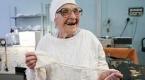 İşte dünyanın en yaşlı cerrahı