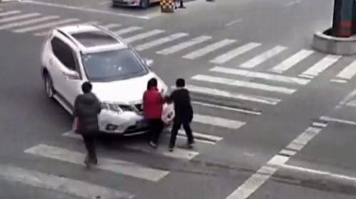 Kadın sürücü 2 yılda 8 kaza yaptı