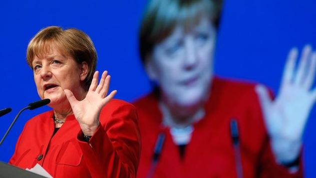 Almanya Başbakanı Merkel, Davosta ABD Başkanı Trumpı hedef aldı