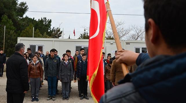 Deprem bölgesindeki öğrenciler ders başı yaptı