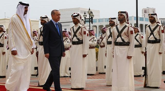 Cumhurbaşkanı Erdoğan, Katarda resmi törenle karşılandı