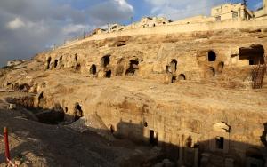 Şanlıurfanın kaya mezarları turizme açılacak