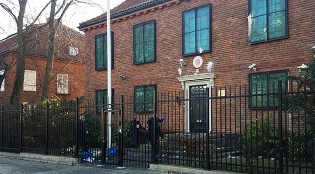 İsveçte Türk Büyükelçiliğine boyalı saldırı