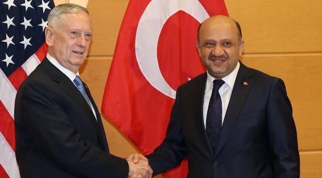 Milli Savunma Bakanı Işık, ABDli mevkidaşı Mattis ile görüştü