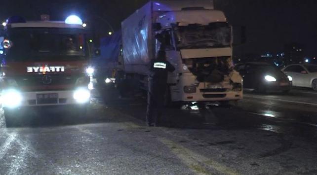 Ankaradaki zincirleme trafik kazasında 3 kişi yaralandı
