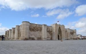 Anadolunun en büyük kervansarayı restore edilecek