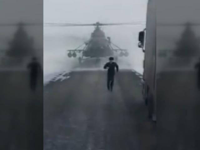 Pilot yol sormak için helikopteri indirdi