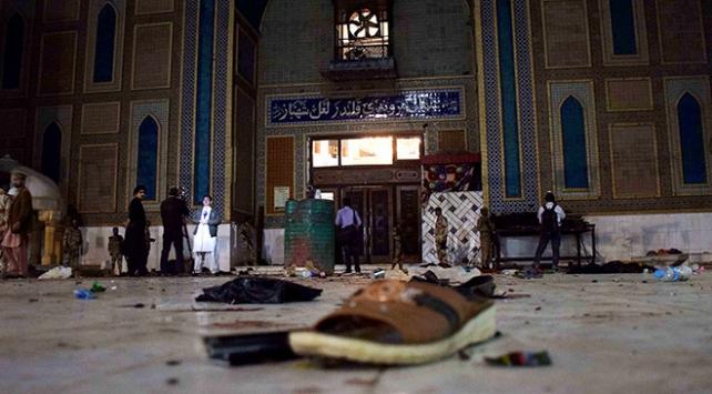 Pakistanda türbeye bombalı saldırı: En az 70 ölü