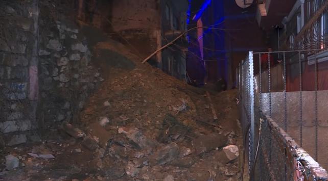 İstanbul Şişlide duvar çöktü
