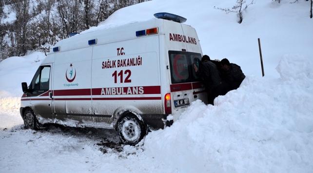 Köyde mahsur kalan hasta için ekipler seferber oldu