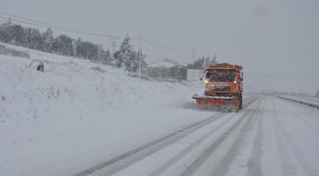 Yoğun kar yağışı sebebiyle 1241 yol ulaşıma kapandı