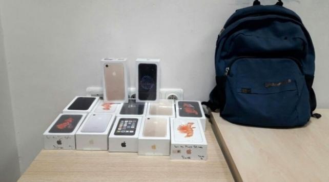 Çaldığı 100 bin TLlik telefonları satamadan yakalandı